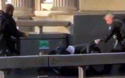 Londra, attentatore fermato da passanti e agenti Foto