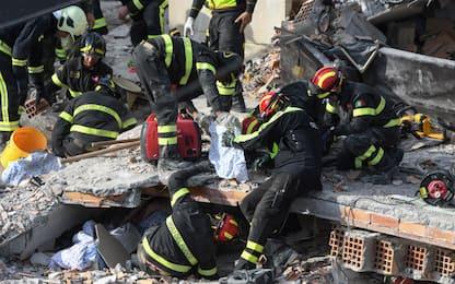 Terremoto Albania, mamma e 3 figli trovati morti abbracciati nel letto