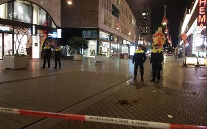 Attacco col coltello a L'Aja, polizia olandese arresta un sospettato