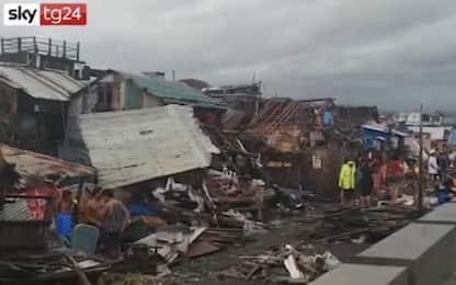 Tifone nelle Filippine, un morto e devastazioni. VIDEO