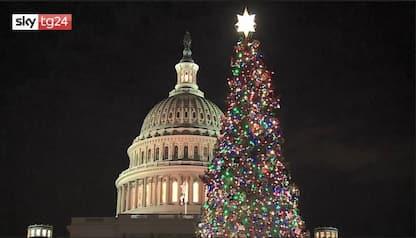 Washington, acceso albero di Natale davanti al Campidoglio. VIDEO