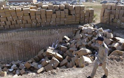 Cambogia, polizia distrugge merci contraffatte. FOTO