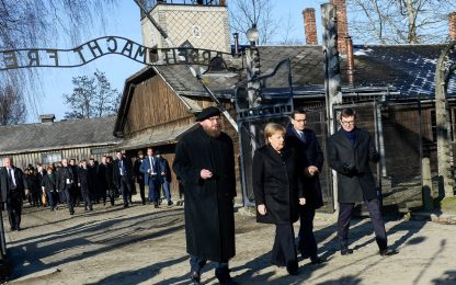 Angela Merkel visita Auschwitz. FOTO