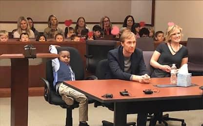 Usa, all'udienza per adozione arrivano compagni d'asilo. VIDEO