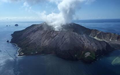 Nuova Zelanda, il vulcano in attività ostacola i soccorsi