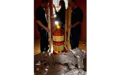 Venduta all'asta la bottiglia di whisky più grande al mondo