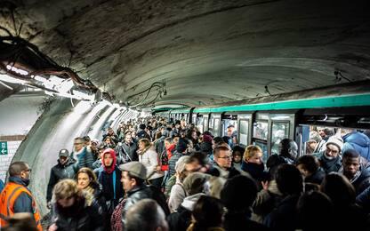 Francia, continua lo sciopero: trasporti bloccati. FOTO