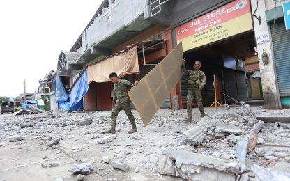 Filippine, almeno 3 morti. Soccorsi scavano ancora. FOTO