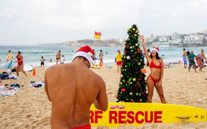 Il Natale in Australia si festeggia in spiaggia. FOTO