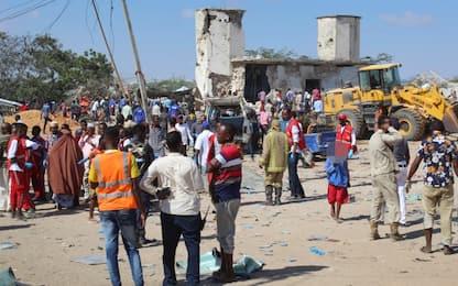 Somalia, attentato a Mogadiscio: esplode autobomba, decine di morti