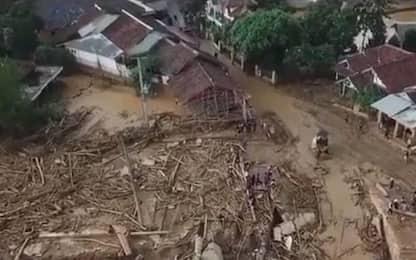 Indonesia, alluvioni a Giacarta: almeno 29 morti, case distrutte