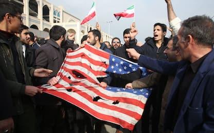 Morte Soleimani, migliaia di persone protestano contro Usa