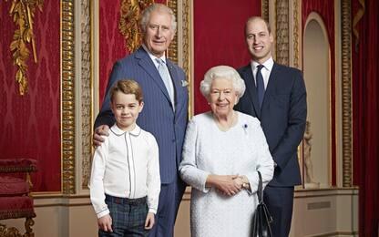 Royal Family, nuova foto ufficiale con la regina e gli eredi al trono