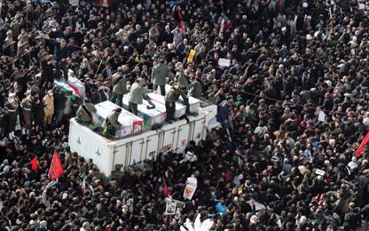 Soleimani, folla oceanica per funerali a Teheran. FOTO