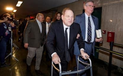 Weinstein, via al processo a NY. Nuova incriminazione a Los Angeles