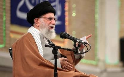 Minacce a Trump: Twitter sospende account di Khamenei