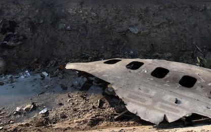 Aereo ucraino precipitato in Iran, resti del velivolo. FOTO
