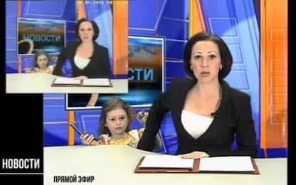 """Interrompe la conduttrice tv: """"Mamma, ti è arrivato un messaggio"""""""