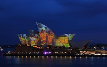 Incendi Australia, l'omaggio ai pompieri della Sydney Opera House