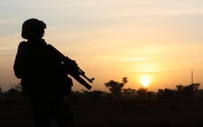 """Niger, l'Isis rivendica l'attentato a una base militare: """"100 morti"""""""