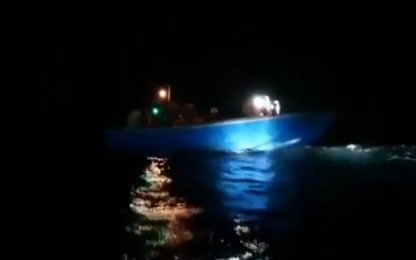 Migranti, Ocean Viking salva 39 persone su una barca in avaria. VIDEO