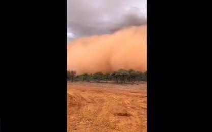 Australia, spettacolare tempesta di sabbia nel Queensland. VIDEO