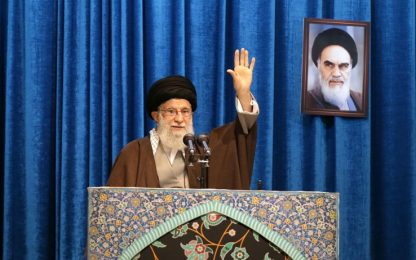 Iran, Khamenei: Trump pagliaccio. Boeing abbattuto: un amaro incidente