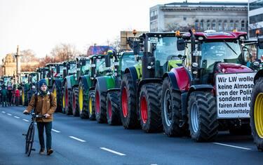 0GettyImages-protesta_agricoltori_berlino_trattori