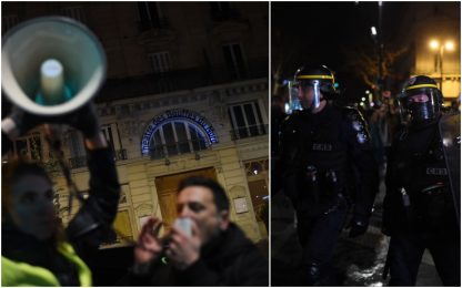 Parigi, Macron e Brigitte a teatro: manifestanti tentano blitz. VIDEO