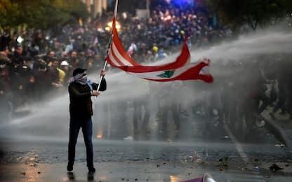 Libano, proteste contro governo: circa 100 feriti. FOTO