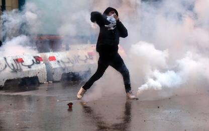 Libano, 400 feriti durante le proteste contro il governo a Beirut