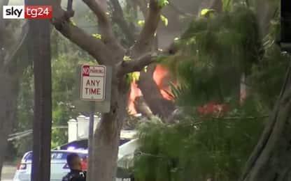 Hawaii, spara e uccide due poliziotti e dà fuoco alla casa