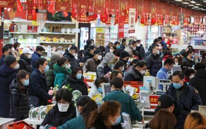 Coronavirus in Cina, forse portato al mercato di Wuhan da uomo infetto