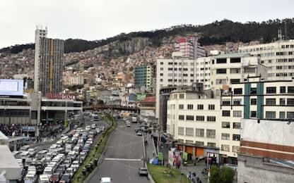 Bolivia, bus precipita per 50 metri: 15 morti