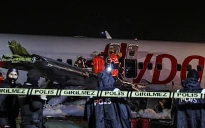 Istanbul, Boeing si spezza durante l'atterraggio. FOTO