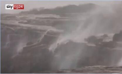 """Australia, il vento provoca le """"cascate invertite"""""""