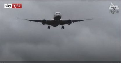Tempesta Ciara su Londra. Problemi per atterraggi a Heathrow. VIDEO