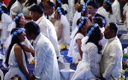 San Valentino nelle Filippine, un matrimonio di massa. FOTO