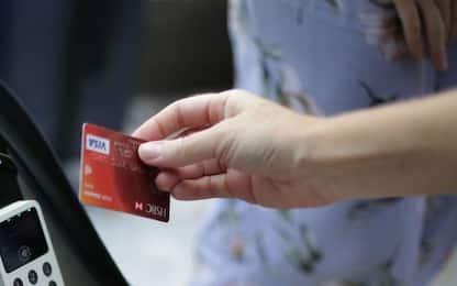 Finlandia, cittadini indebitati: usano solo le carte di credito