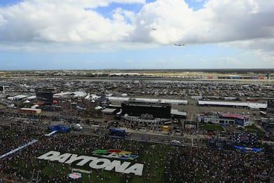 Usa, Donald Trump fa un giro di pista alla 500 miglia di Daytona