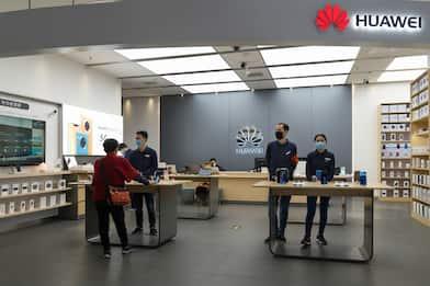 Huawei Mate Xs svelato in streaming, le specifiche del pieghevole