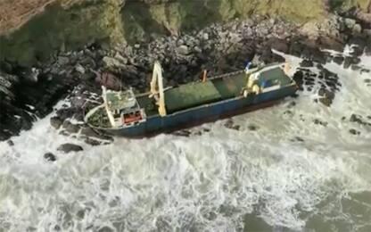 "Tempesta Dennis, ""nave fantasma"" si incaglia su coste Irlanda. VIDEO"