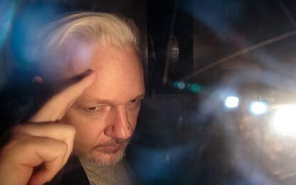 Wikileaks, cominciato processo su richiesta estradizione per Assange