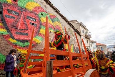 Portogallo, lo spettacolo del Carnevale di Podence