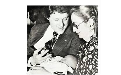 Compleanno di Chelsea Clinton, gli auguri di mamma Hillary