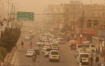 Tempesta di sabbia in Yemen, disagi per i cittadini. FOTO
