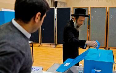 0GettyImages-israele_voto_seggi_aperti