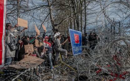 Migranti, tensioni al confine tra Turchia e Grecia. FOTO