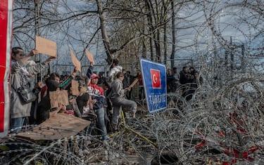 0GettyImages-migranti_frontiera_grecia_turchia