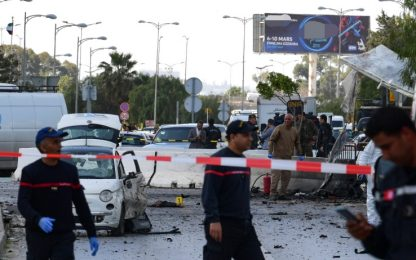 Tunisia, kamikaze si fa esplodere vicino all'ambasciata Usa